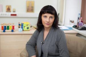 Ольга Харькова — психолог, гештальт-терапевт, специалист с 20-летним стажем в области детской психологии, автор книги «Психологическая поддержка и игротерапия в детской паллиативной помощи».
